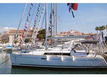 Rent a sailboat in Club Nàutic Estartit - Oceanis 31