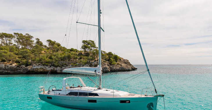 Rent a sailboat in Marina Port de Mallorca - Oceanis 41.1 (2 Heads)