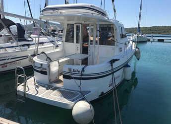 Rent a motorboat in Marine Pirovac - Adria 1002