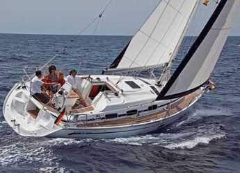 Rent a sailboat in Port Lavrion - Bavaria 33 Cruiser