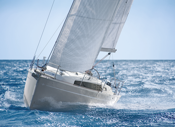 Rent a sailboat in Lefkas Nidri - Bavaria Cruiser 33