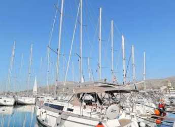 Rent a sailboat in Trogir (ACI marina) - Bavaria Cruiser 37 - 3 cab.