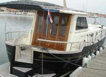 Rent a motorboat in Marina Betina - Menorquin 120