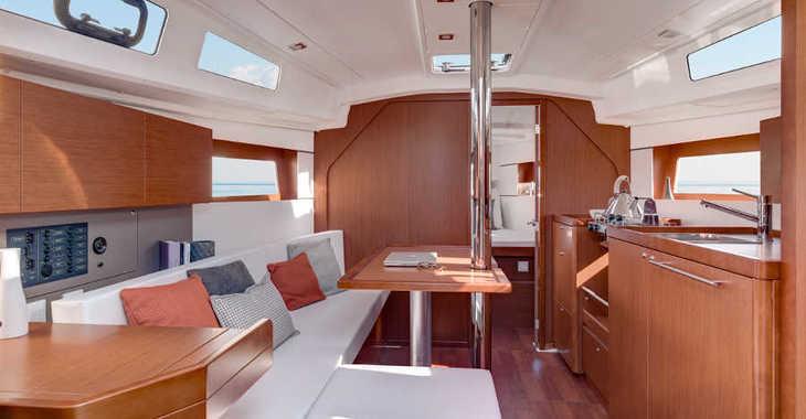 Rent a sailboat in Marina Mandalina - Oceanis 35