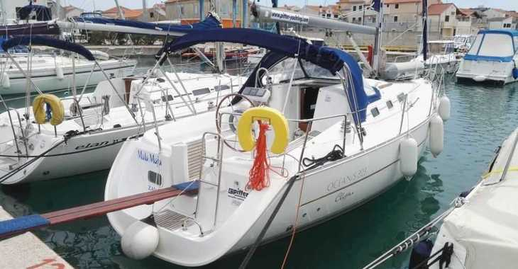 Rent a sailboat in ACI Jezera - Oceanis Clipper 323