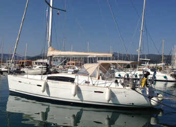 Chartern Sie segelboot in Port of Lefkada - Oceanis 40
