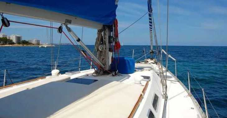 Rent a sailboat in Club Naútico de Sant Antoni de Pormany - Atlantis 49