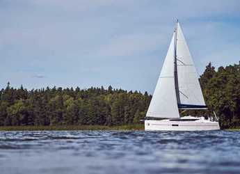 Rent a sailboat in Marina di Cannigione - Sunsail Sun Odyssey 319 (Premium Plus)