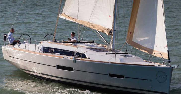 Rent a sailboat in Alimos Marina Kalamaki - Dufour 382 GL