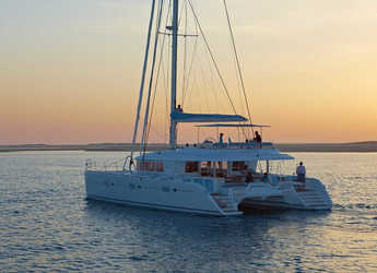 Rent a catamaran in Santorini - Lagoon 620