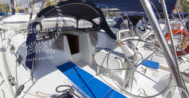 Rent a sailboat Oceanis 393 in Marina del Sur. Puerto de Las Galletas, Las Galletas