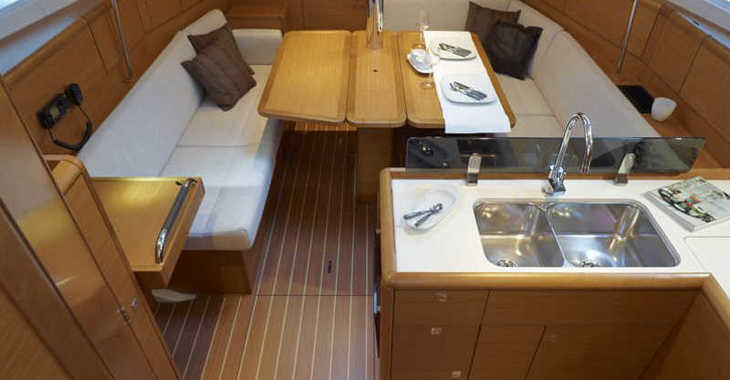 Rent a sailboat in Marina Skiathos  - Sun Odyssey 389