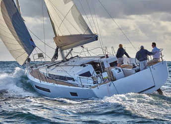 Rent a sailboat in Paros - Sun Odyssey 490