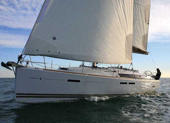 Rent a sailboat in Alimos Marina Kalamaki - Sun Odyssey 439