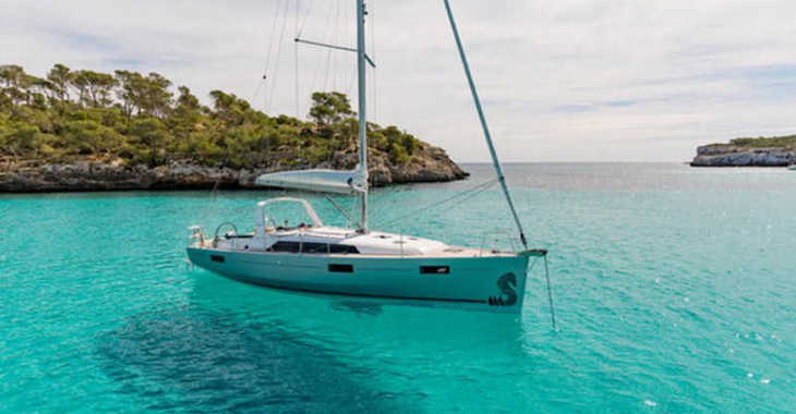 Rent a sailboat in Alimos Marina Kalamaki - Oceanis 41.1