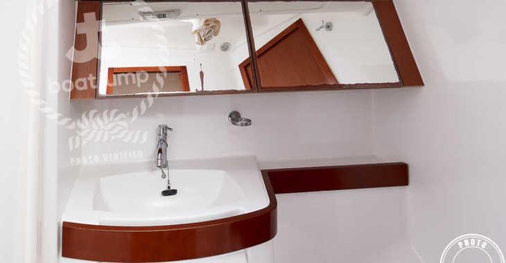 Rent a sailboat in Marina del Sur. Puerto de Las Galletas - Oceanis 40