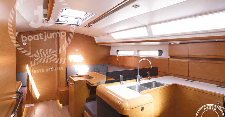Rent a sailboat in Puerto Deportivo Radazul - Sun Odyssey 409