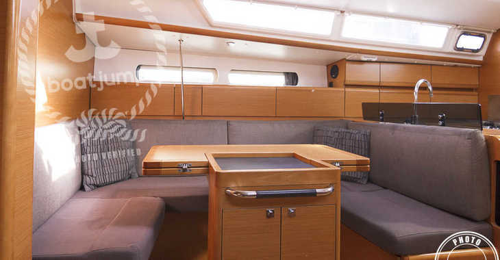 Rent a sailboat in Marina del Sur. Puerto de Las Galletas - Sun Odyssey 409