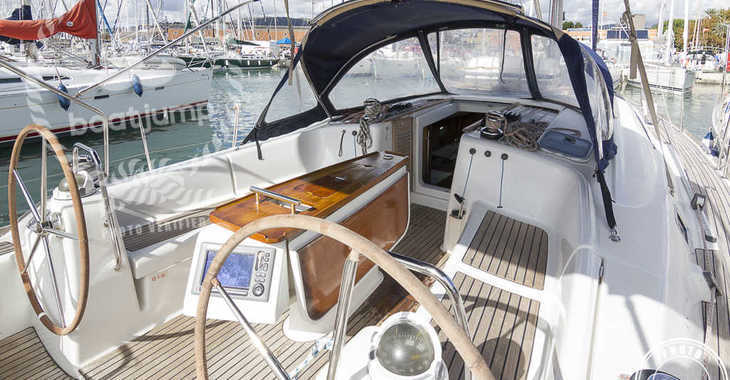 Rent a sailboat Oceanis 43 in Puerto Deportivo Radazul, Tenerife