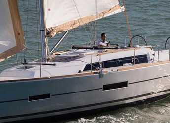 Rent a sailboat in Porto Palermo - Dufour 382 Grand Large (3Cab)