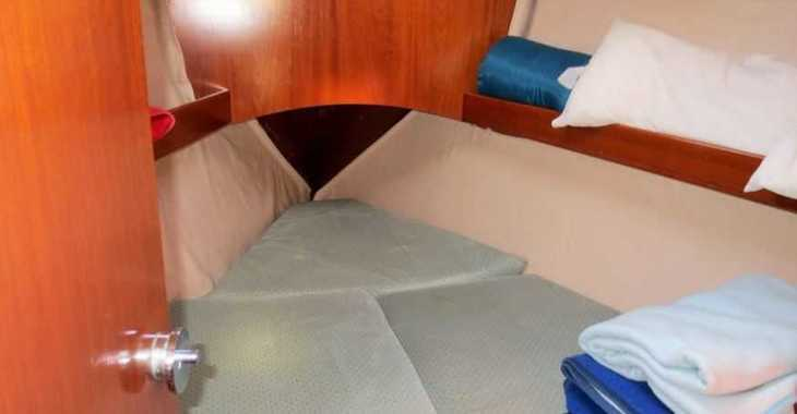 Rent a sailboat in Club Naútico de Sant Antoni de Pormany - Beneteau Oceanis 351