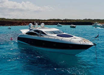 Rent a yacht in Club de Mar - Predator 82