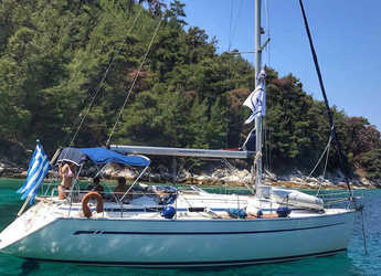Rent a sailboat in Kavala - Bavaria 38