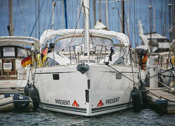 Rent a sailboat in Muelle de la lonja - Bavaria Vision 46