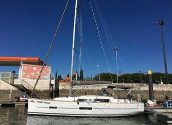 Rent a sailboat in Marina del Sur. Puerto de Las Galletas - Dufour 382 GL