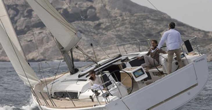 Rent a sailboat in Marina del Sur. Puerto de Las Galletas - Dufour 412 GL