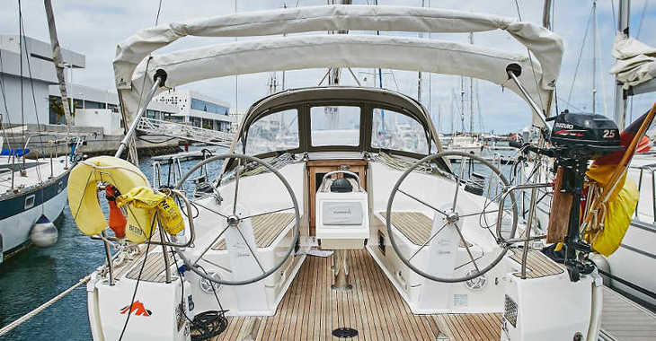 Rent a sailboat in Marina Lanzarote - Bavaria Cruiser 37