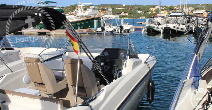 Rent a motorboat in Port Mahon - Quicksilver 605 Sundeck