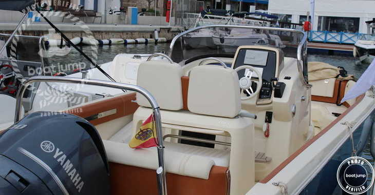 Rent a motorboat in Port Mahon - Invictus 270FX