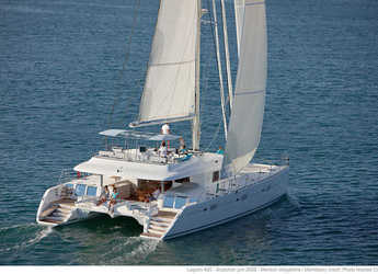 Rent a catamaran in Cala Nova - Lagoon 620