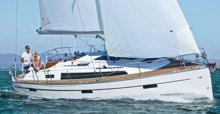 Rent a sailboat in Port Lavrion - Bavaria 37
