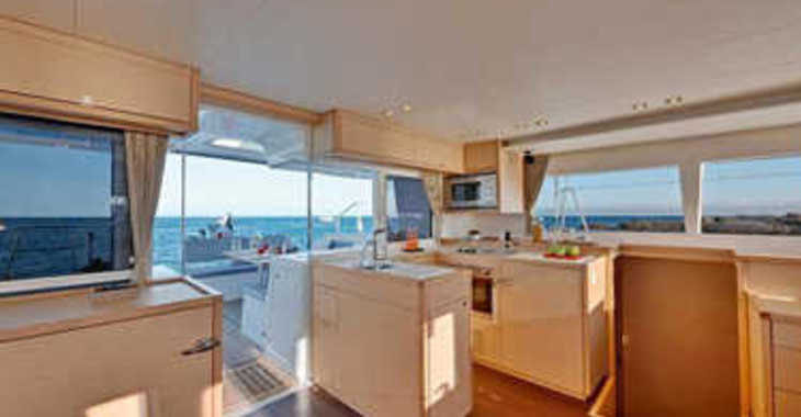 Rent a catamaran in Paroikia - Lagoon 450