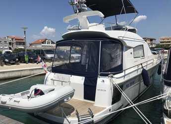 Rent a motorboat in Marine Pirovac - Nimbus 405 Flybridge