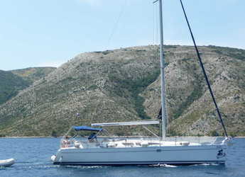Rent a sailboat in Marine Pirovac - Sun Odyssey 43 - Sils 2018 chartplotter in cockpit