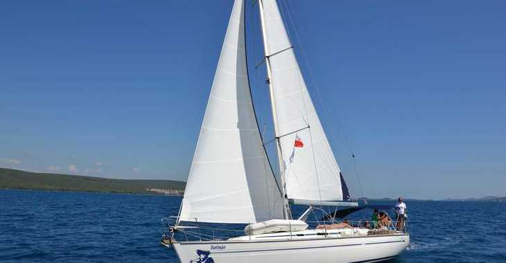 Rent a sailboat in Marine Pirovac - Bavaria 44 - Sails 2017, chartplotter in cockpit