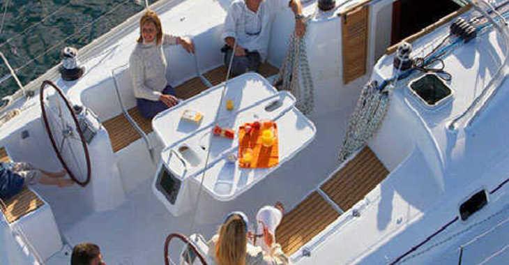 Rent a sailboat in Santorini - Cyclades 50.5 - 5 + 1 cab.