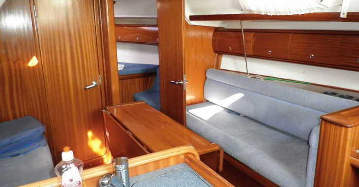 Rent a sailboat in Lefkas Nidri - Bavaria 36