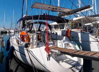 Rent a sailboat in Alimos Marina Kalamaki - Bavaria 38