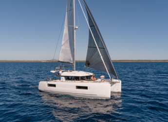Rent a catamaran in Ibiza Magna - Lagoon 40