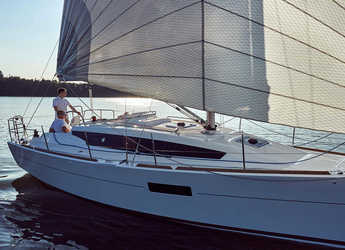 Rent a sailboat in Marina di Portorosa - Sun Odyssey 319