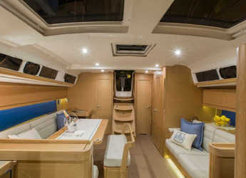 Rent a sailboat in Marina di Olbia - Dufour 460