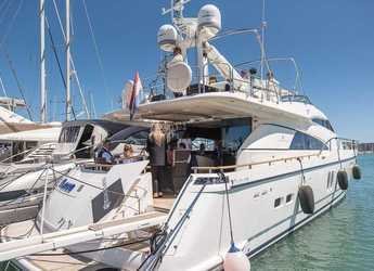 Rent a yacht in Marina el Portet de Denia - YATE - LUXURY EXPERIENCE
