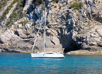 Rent a sailboat in Port of Santa Eulària  - Jeanneau Sun Odyssey 32