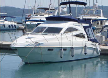 Rent a motorboat in Marina Baotić - Sealine F34