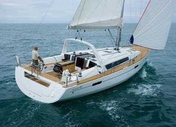 Rent a sailboat in Alimos Marina Kalamaki - Oceanis 45