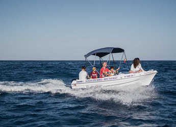 Rent a motorboat in Port of Santa Cruz de Tenerife - D-400 First